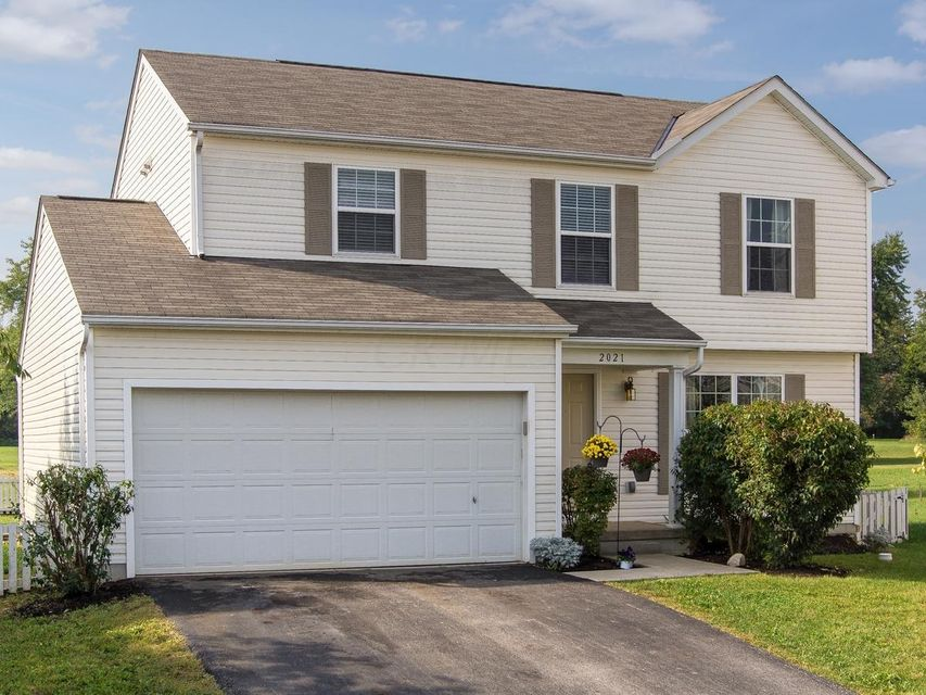 Photo of home for sale at 2021 GROVE TREE Court, Grove City OH