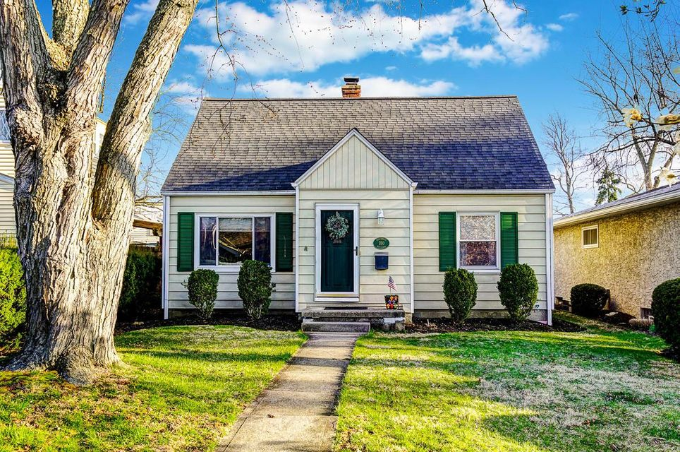 Photo of home for sale at 550 Beechwold Boulevard E, Columbus OH