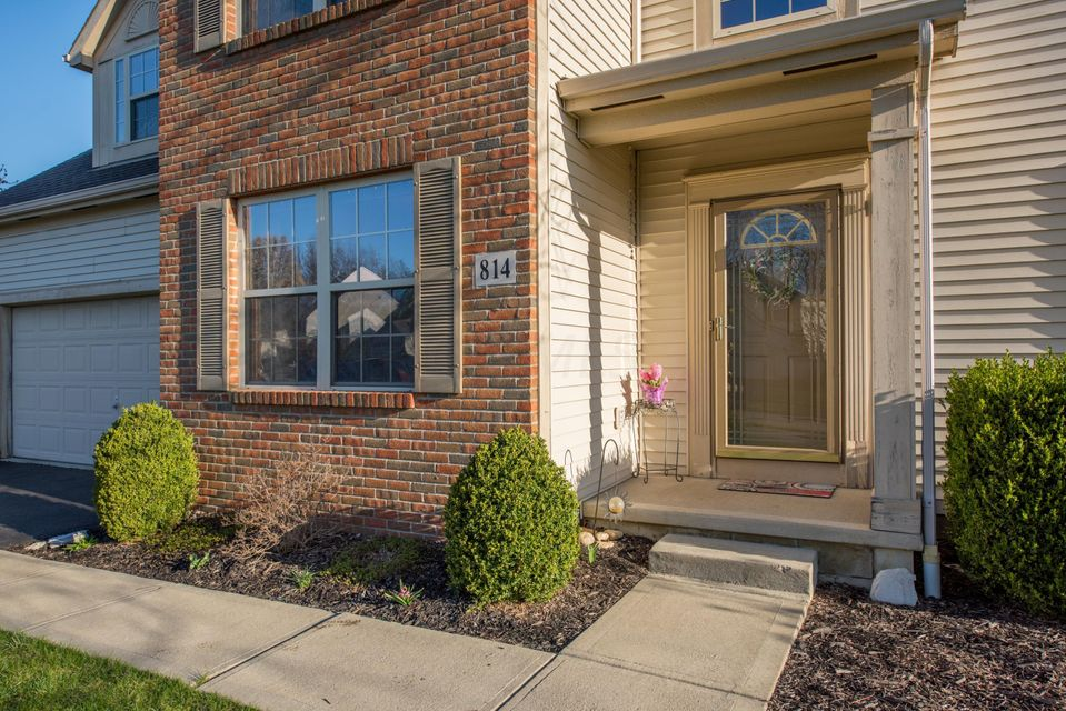 Photo of home for sale at 814 Tree Bend Drive, Westerville OH