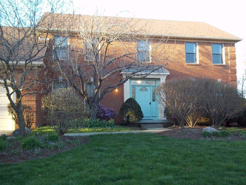 Photo of home for sale at 1212 Rosebank Drive, Columbus OH