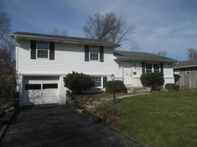 Photo of home for sale at 6488 Red Coach Lane, Reynoldsburg OH