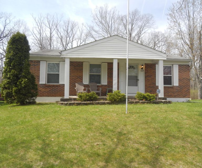 Photo of home for sale at 1625 Riverbend Road, Columbus OH
