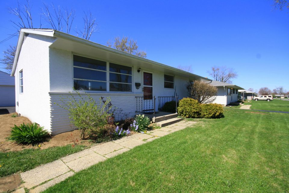Photo of home for sale at 1131 Parma Avenue, Columbus OH