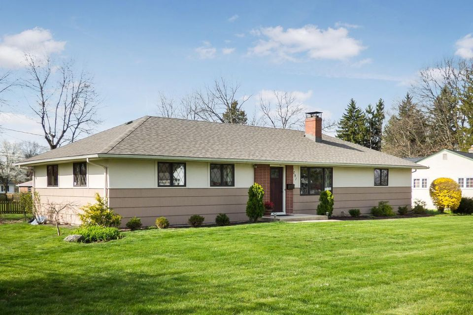 Photo of home for sale at 2091 Riverhill Road, Columbus OH