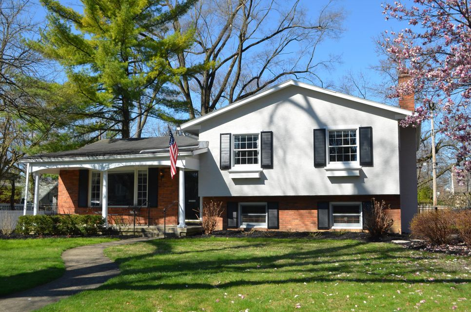 Photo of home for sale at 369 Ardmore Road N, Bexley OH