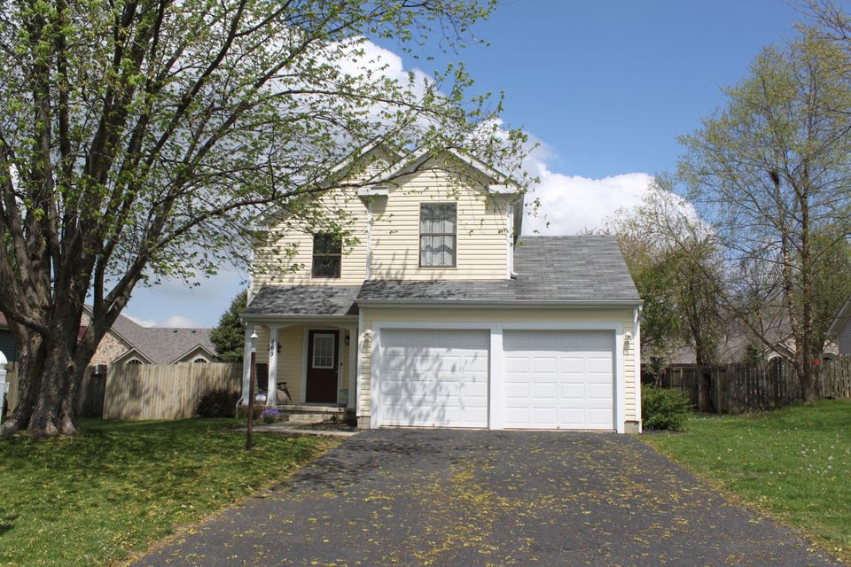 Photo of home for sale at 369 Meadows Boulevard, Pickerington OH