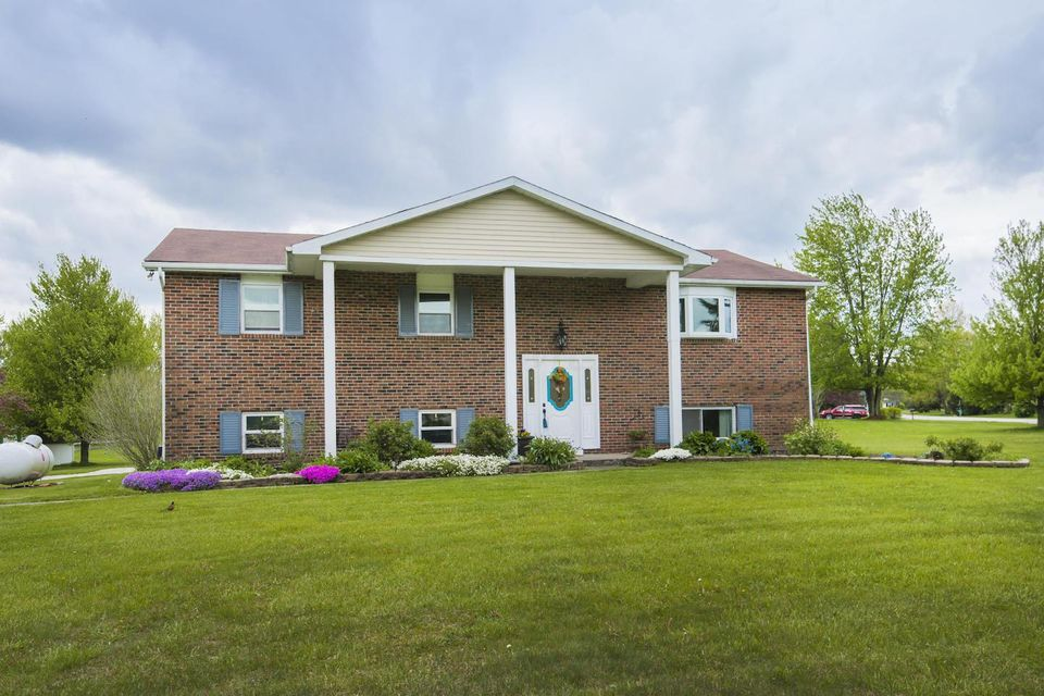 Photo of home for sale at 19940 Bonnie Court, Marysville OH