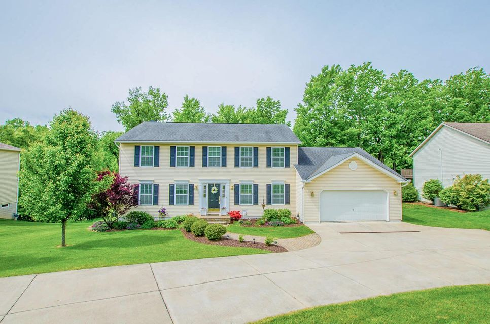 Photo of home for sale at 620 Kimberly Court, Heath OH