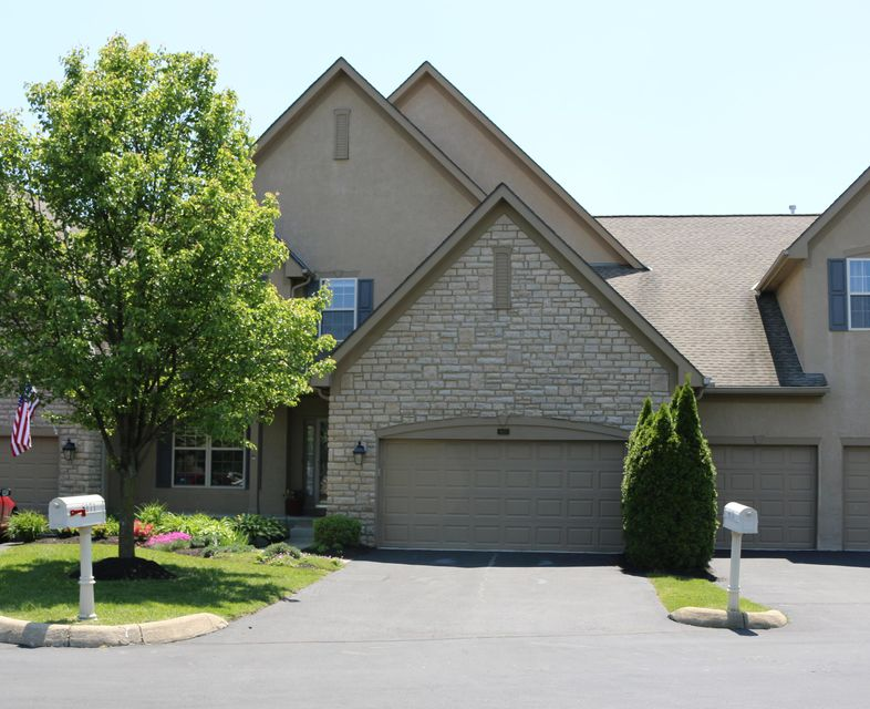 Photo of home for sale at 8175 Hillingdon Drive, Powell OH