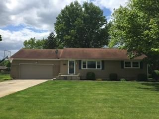 Photo of home for sale at 867 Colonial Drive, Heath OH