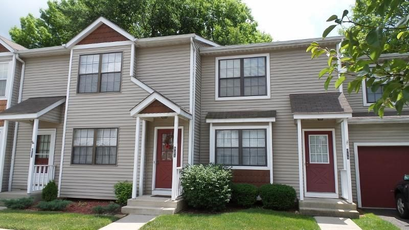 Photo of home for sale at 921 Noddymill Lane E, Worthington OH