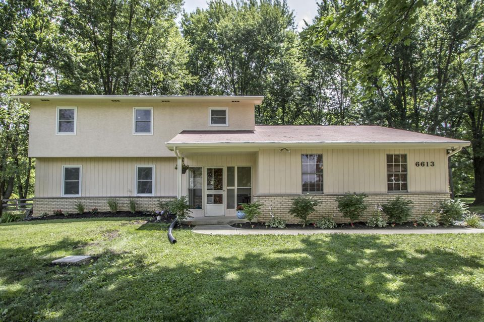 Photo of home for sale at 6613 Harlem Road, Westerville OH