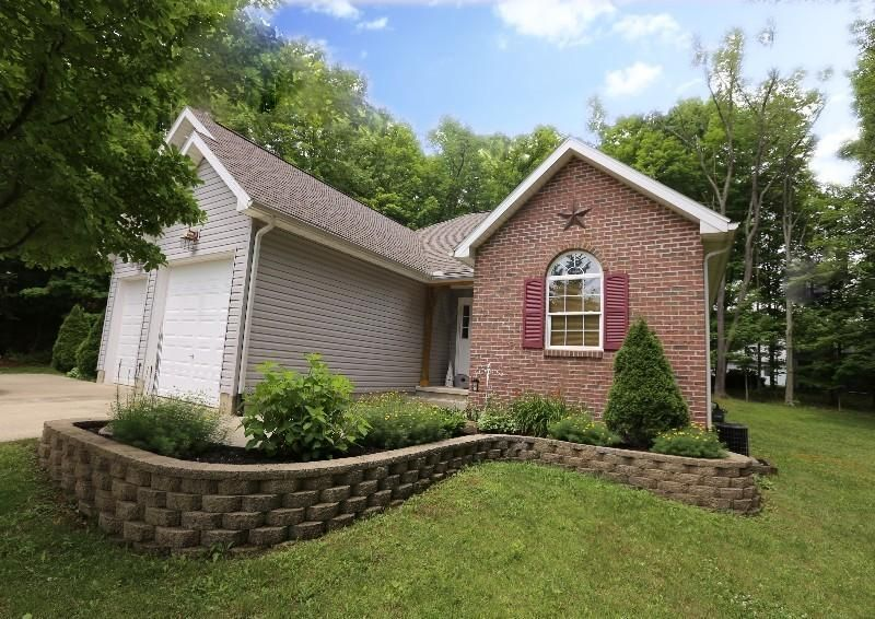 Photo of home for sale at 450 Glenmonte Drive, Howard OH
