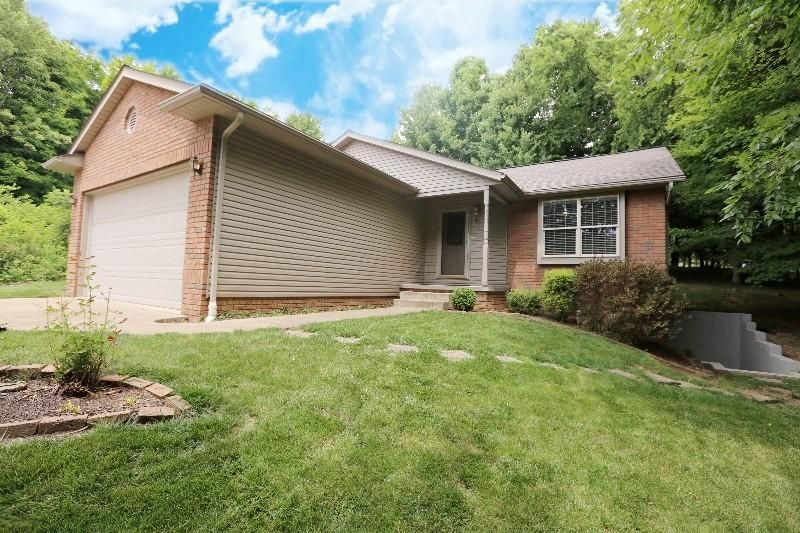 Photo of home for sale at 462 Glenmonte Drive, Howard OH