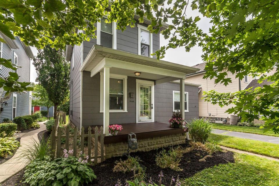 Photo of home for sale at 1444 Westwood Avenue, Columbus OH