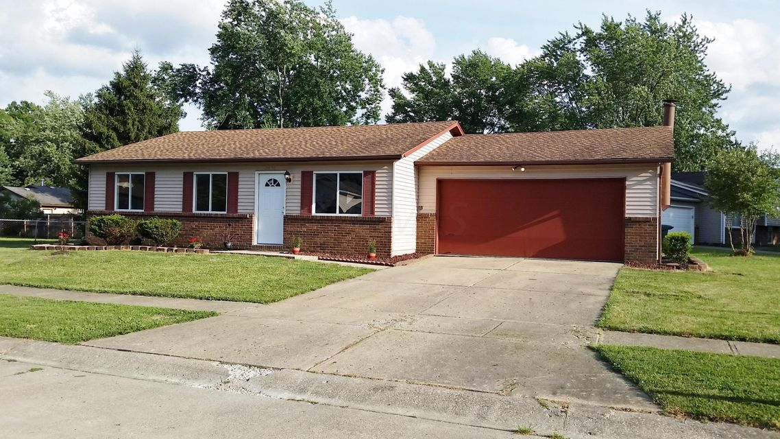 Photo of home for sale at 2801 Blarefield Drive, Columbus OH
