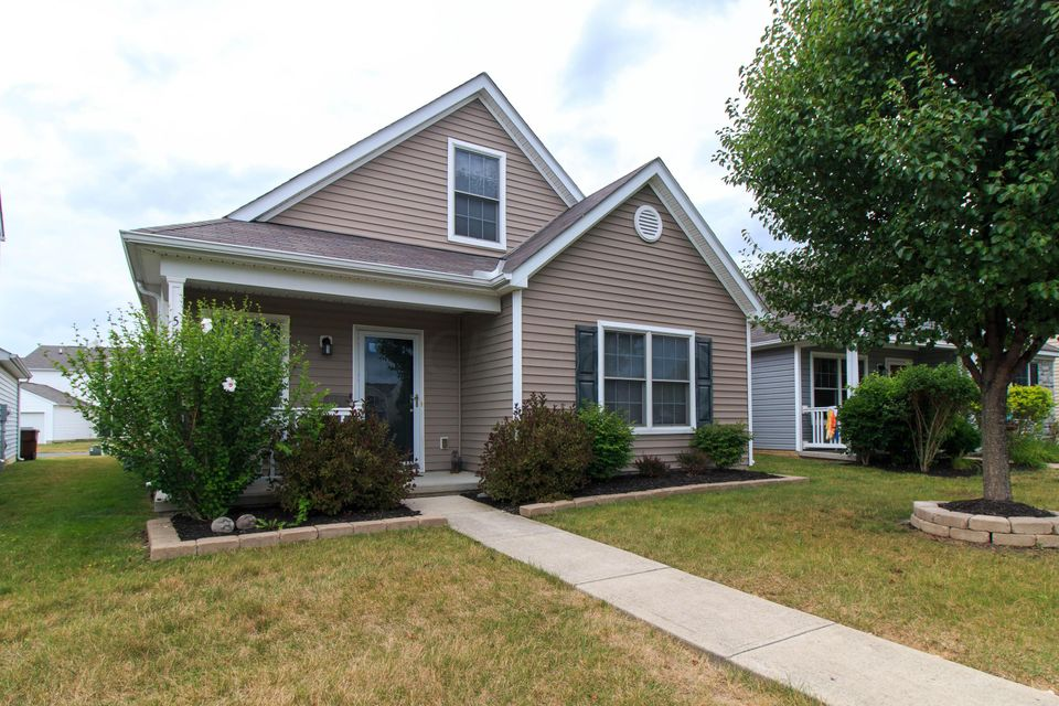 Photo of home for sale at 5484 Lanterns Way, Orient OH