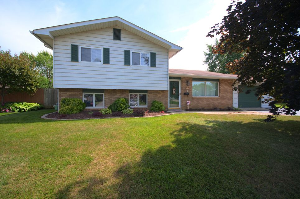 Photo of home for sale at 2997 Barbee Avenue, Grove City OH