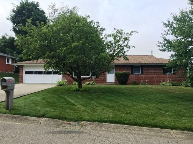 Photo of home for sale at 18 Upland Terrace, Mount Vernon OH