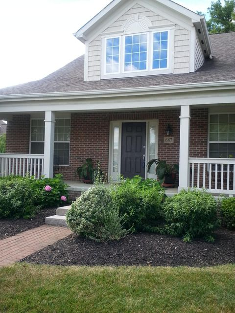 Photo of home for sale at 687 Stonefield Drive, Westerville OH