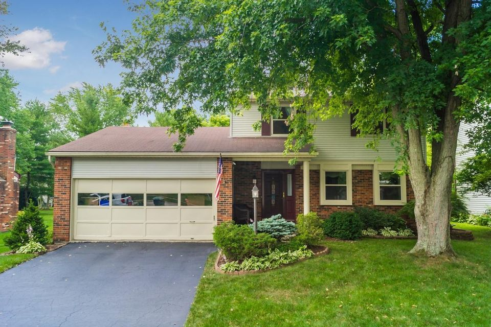 Photo of home for sale at 1673 Sandy Side Drive, Columbus OH