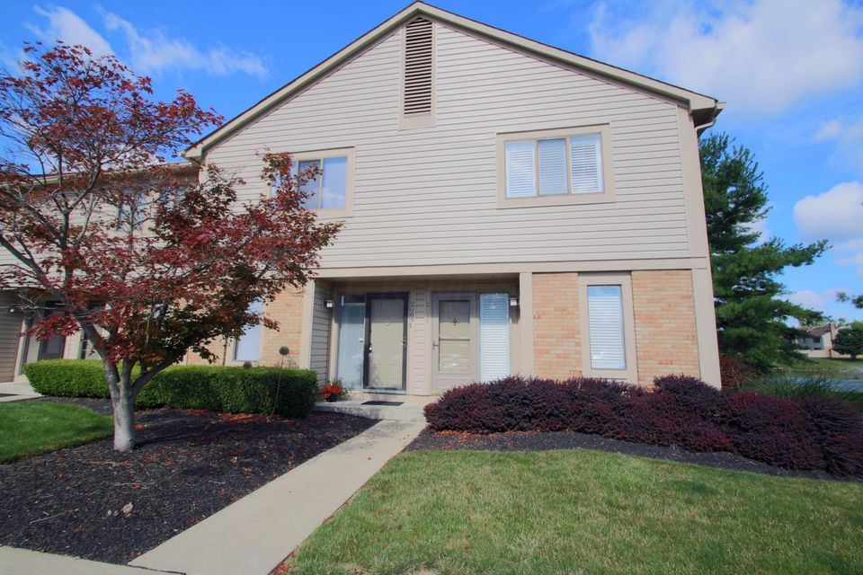 Photo of home for sale at 2669 Cedar Lake Drive, Dublin OH