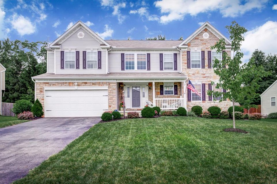 Photo of home for sale at 134 Deer Path Court, Pataskala OH
