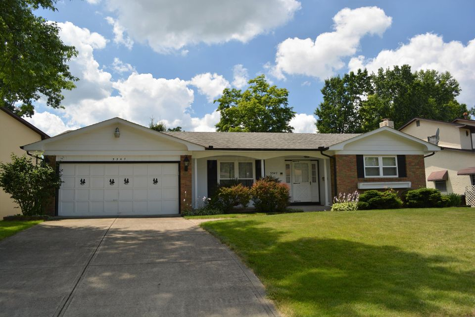 Photo of home for sale at 5347 Torchwood Loop E, Columbus OH
