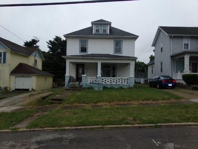 Photo of home for sale at 213 Buena Vista Street N, Newark OH