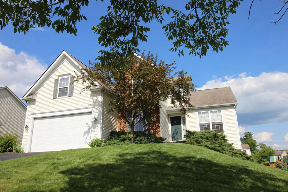 Photo of home for sale at 250 Trail Court, Newark OH