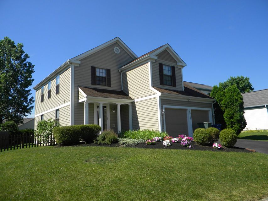 Photo of home for sale at 2911 Torrey Pines Drive, Pickerington OH