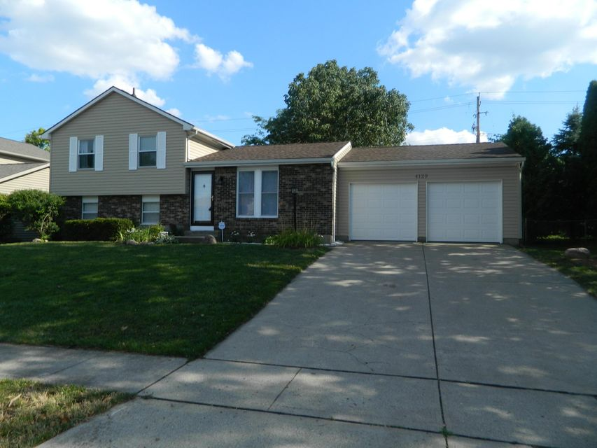 Photo of home for sale at 4129 Basswood Avenue, Grove City OH