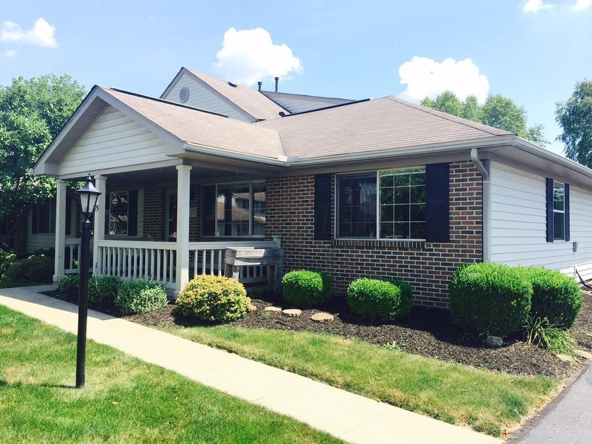 Photo of home for sale at 75 Northpointe Lane, Newark OH