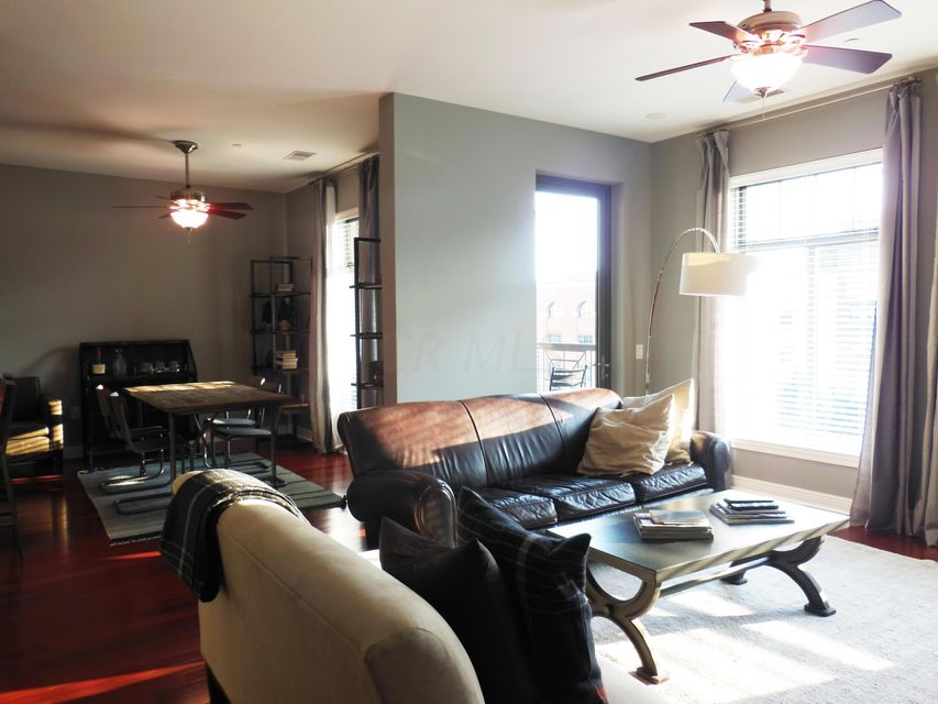 Photo of home for sale at 250 Daniel Burnham Square, Columbus OH