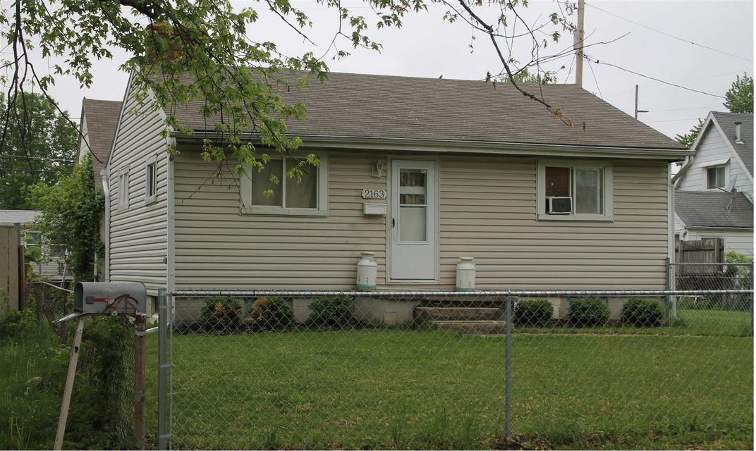 Photo of home for sale at 2163 Rankin Avenue, Columbus OH