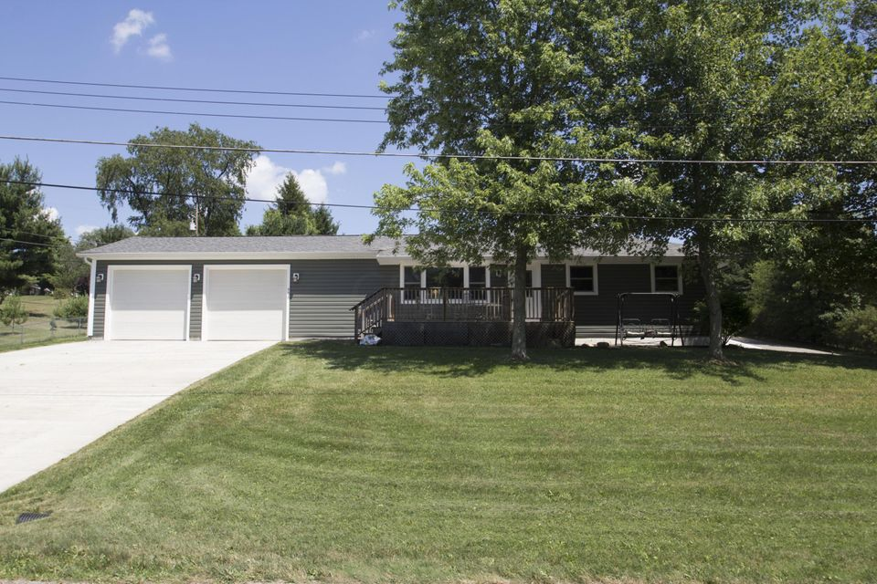 Photo of home for sale at 45 HAZEL Street SE, Newark OH