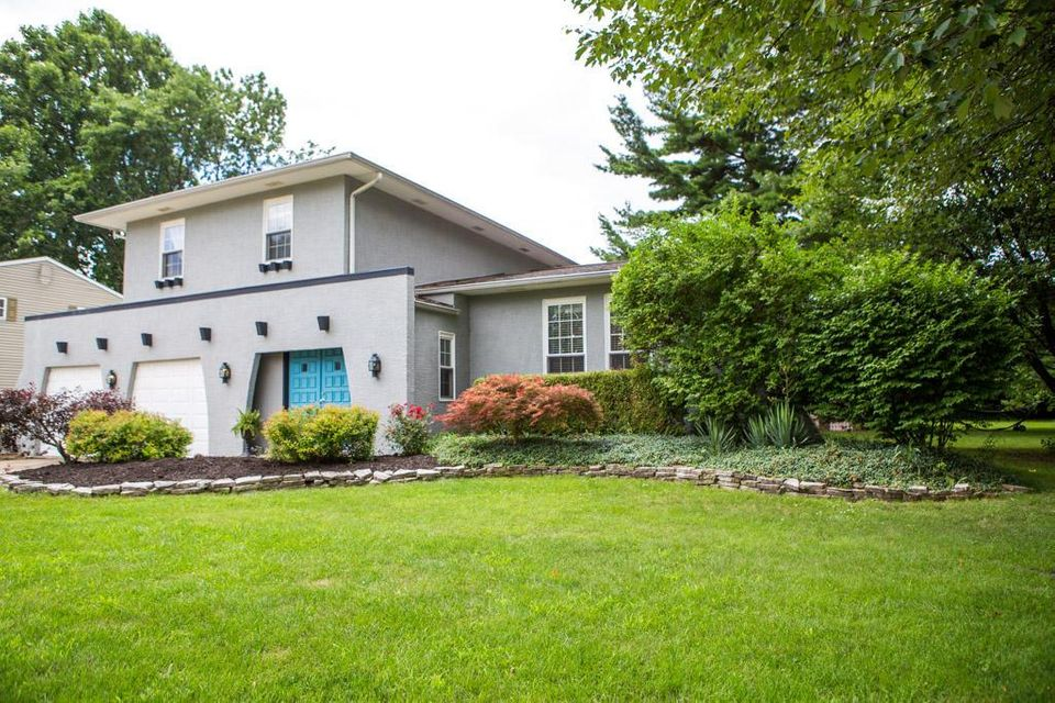 Photo of home for sale at 10015 Circle Drive E, Pickerington OH