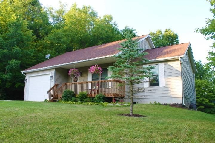 Photo of home for sale at 228 NORTHRIDGE HEIGHTS Drive, Howard OH