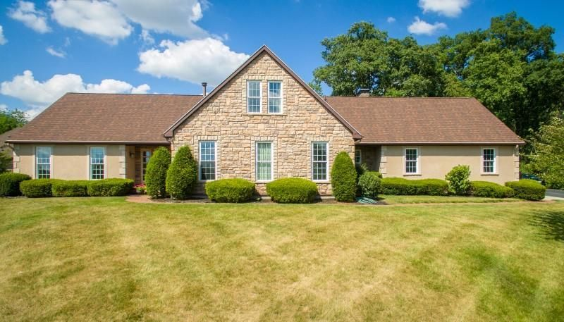 Photo of home for sale at 250 Roscommon Drive, Springfield OH