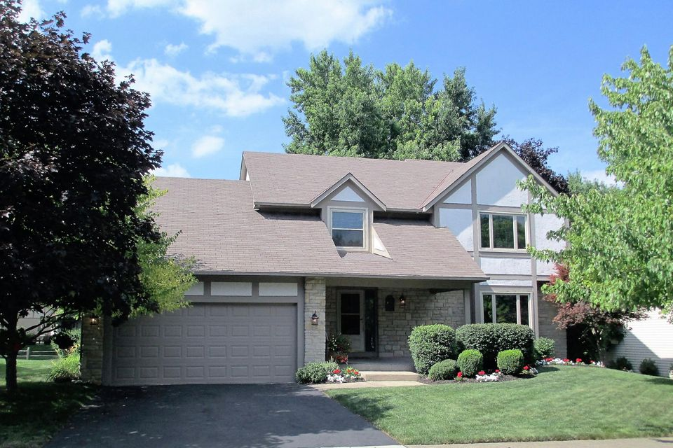 Photo of home for sale at 1278 Cross Country Drive, Columbus OH