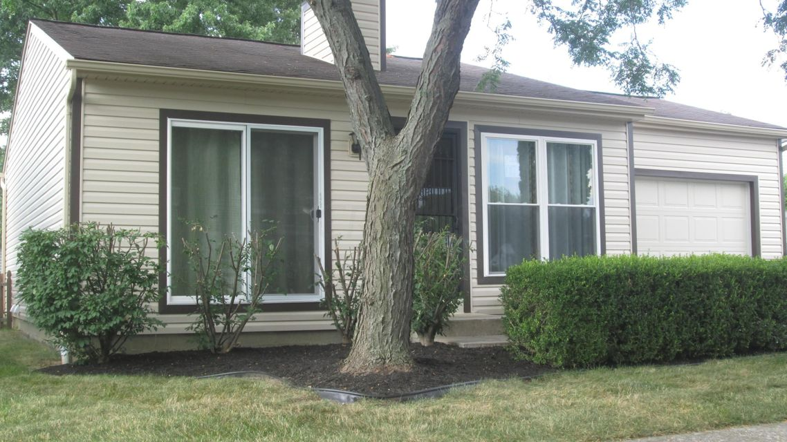 Photo of home for sale at 846 Lydie Court, Worthington OH
