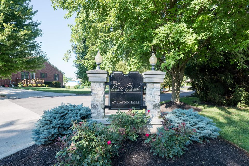 Photo of home for sale at 5745 Newbank Circle, Dublin OH