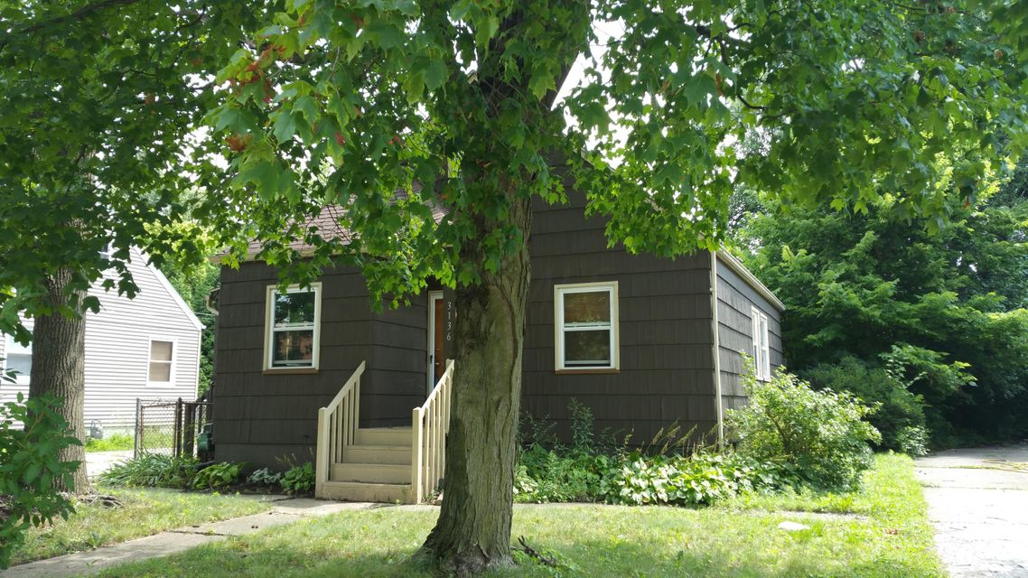Photo of home for sale at 3136 Reis Avenue, Columbus OH