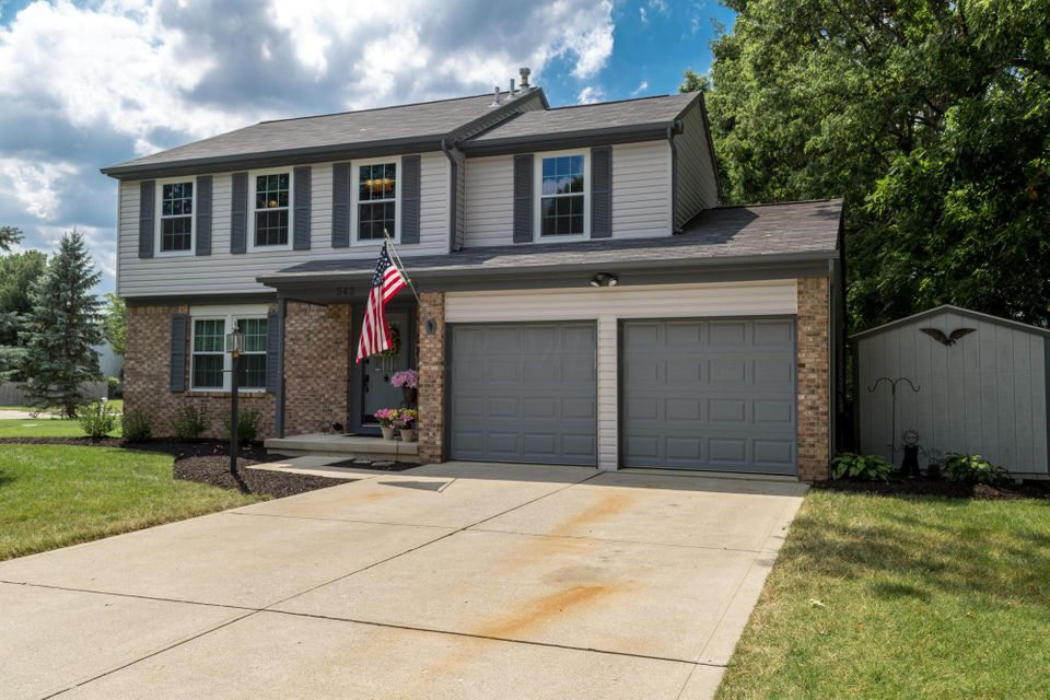 Photo of home for sale at 542 Gahanna Highlands Drive, Gahanna OH