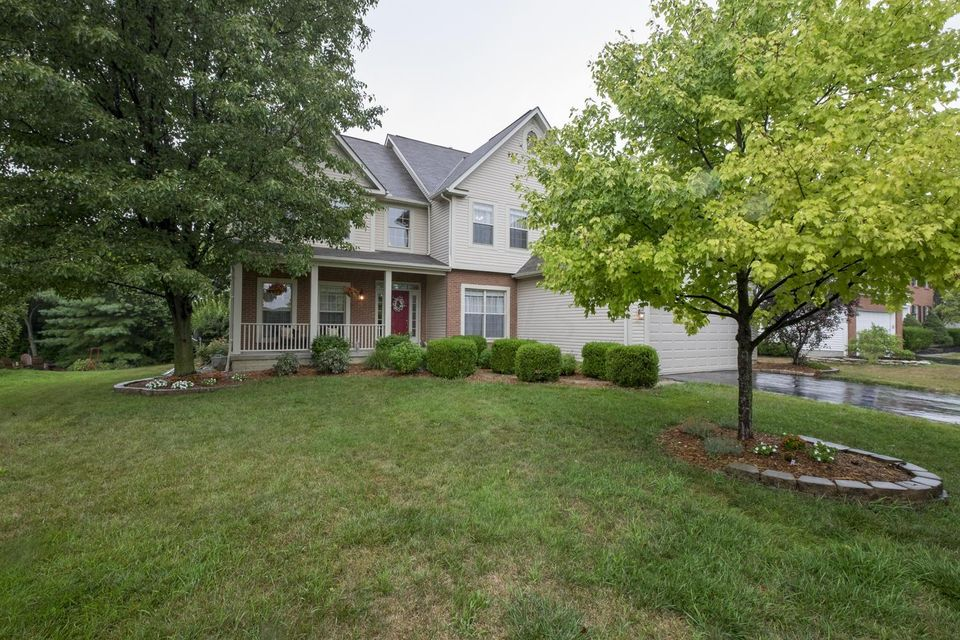 Photo of home for sale at 6702 Wynwright Drive, Dublin OH