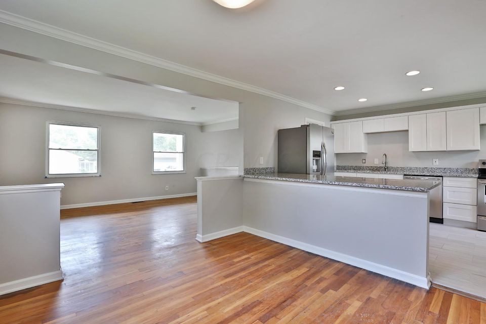 Photo of home for sale at 296 Hermitage Road, Columbus OH