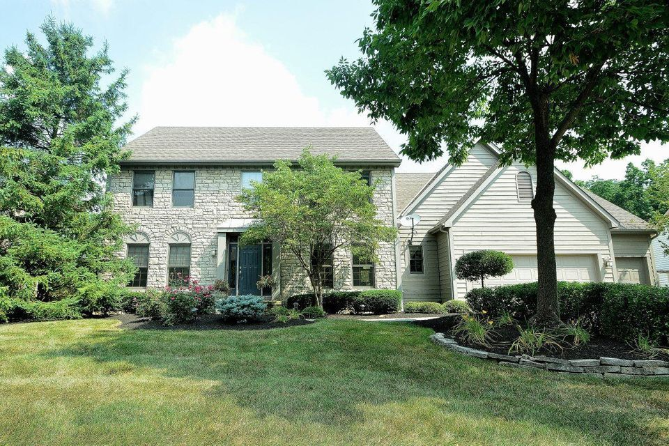 Photo of home for sale at 1160 Kames Way Drive, New Albany OH