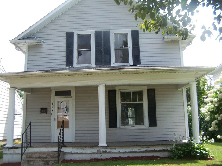 Photo of home for sale at 620 Roosevelt Avenue N, Lancaster OH
