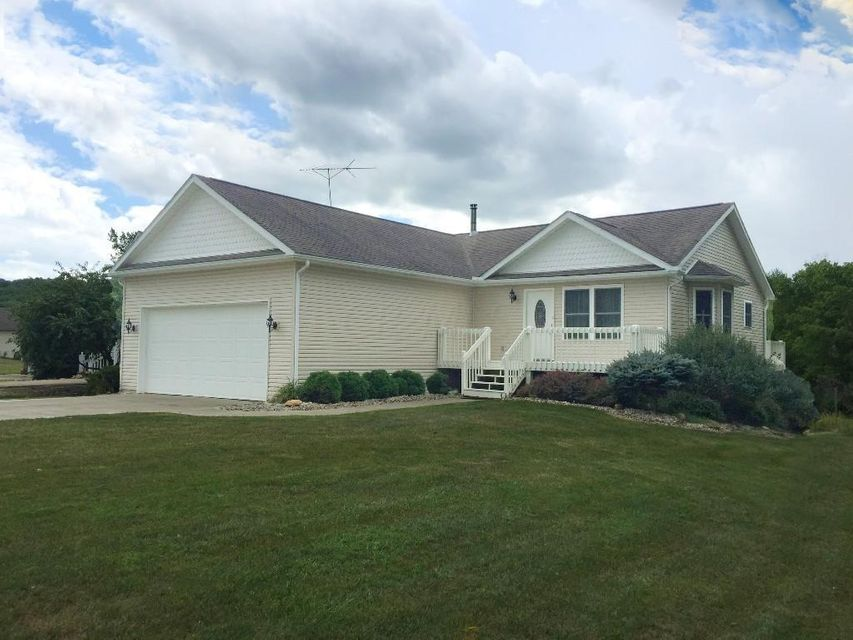 Photo of home for sale at 2847 Apple Valley Drive, Howard OH