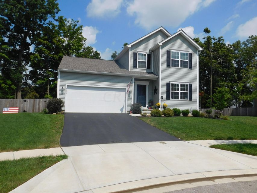 Photo of home for sale at 3880 Hawksview Court, Columbus OH